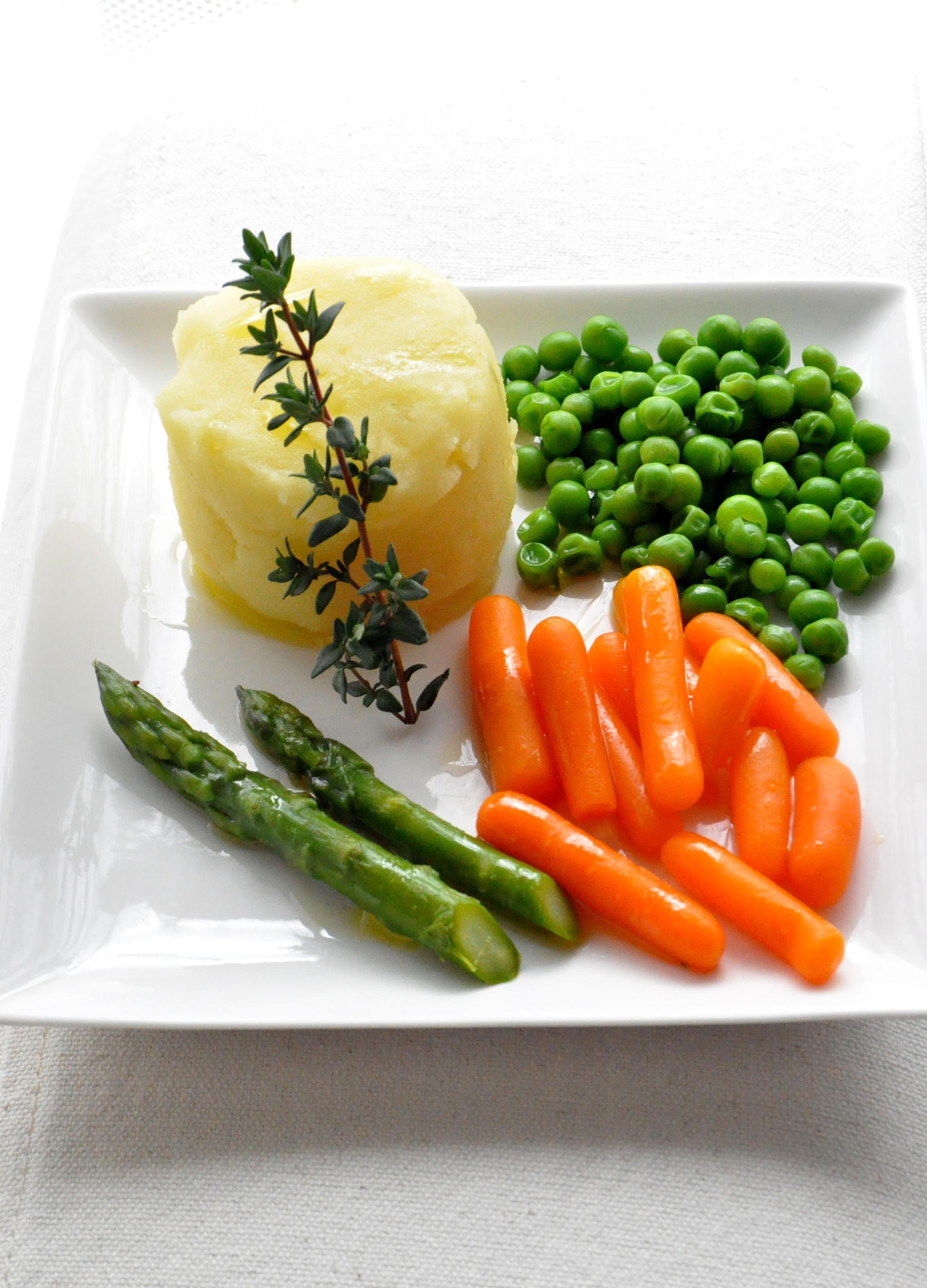 patata, aceite de olive virgen extra. verduras, solomillo,