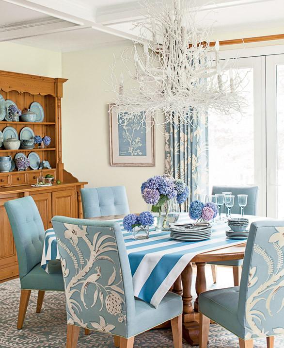 sillas tapizads en azul cielo