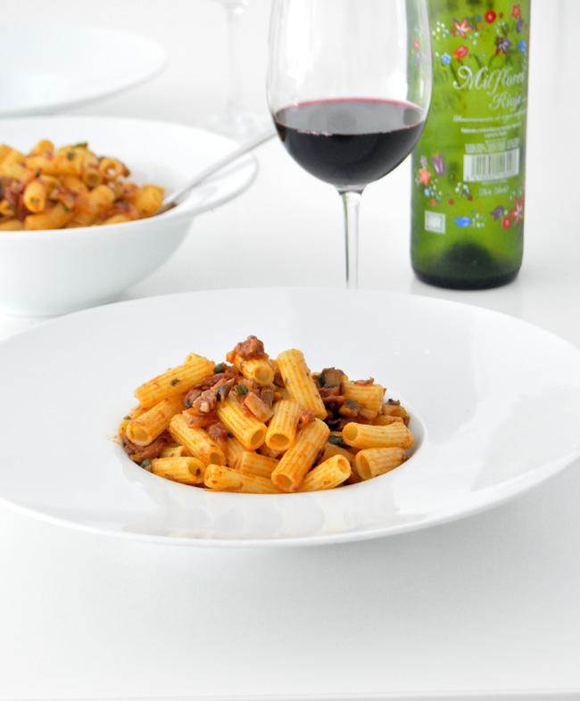 macarrones con chorizo, jamon y Portobelo