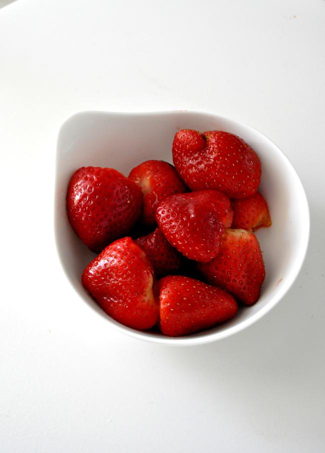 mermelada de fresas al cava, pimienta rosa y notas de regaliz