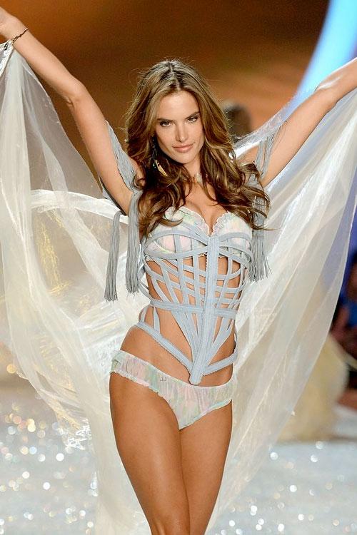 Alessandra-Ambrosio-Victorias-Secret-Angels-Fashion-Show-2014-02