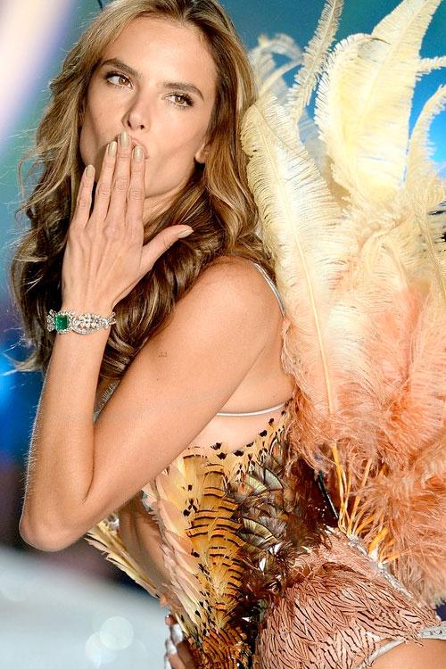 Alessandra-Ambrosio-Victorias-Secret-Angels-Fashion-Show-2014-03