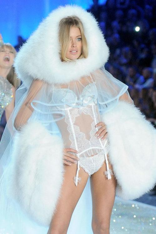 Doutzen-Kroes-Victorias-Secret-Angels-Fashion-Show-2014-12