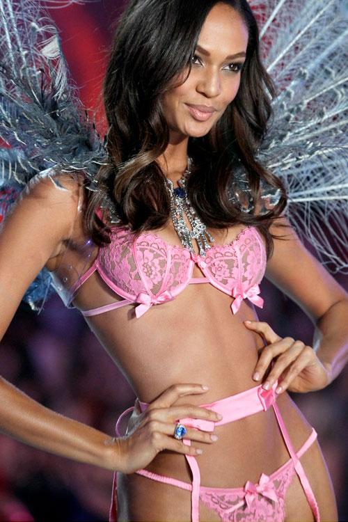 Victorias-Secret-Angels-Fashion-Show-2014-02