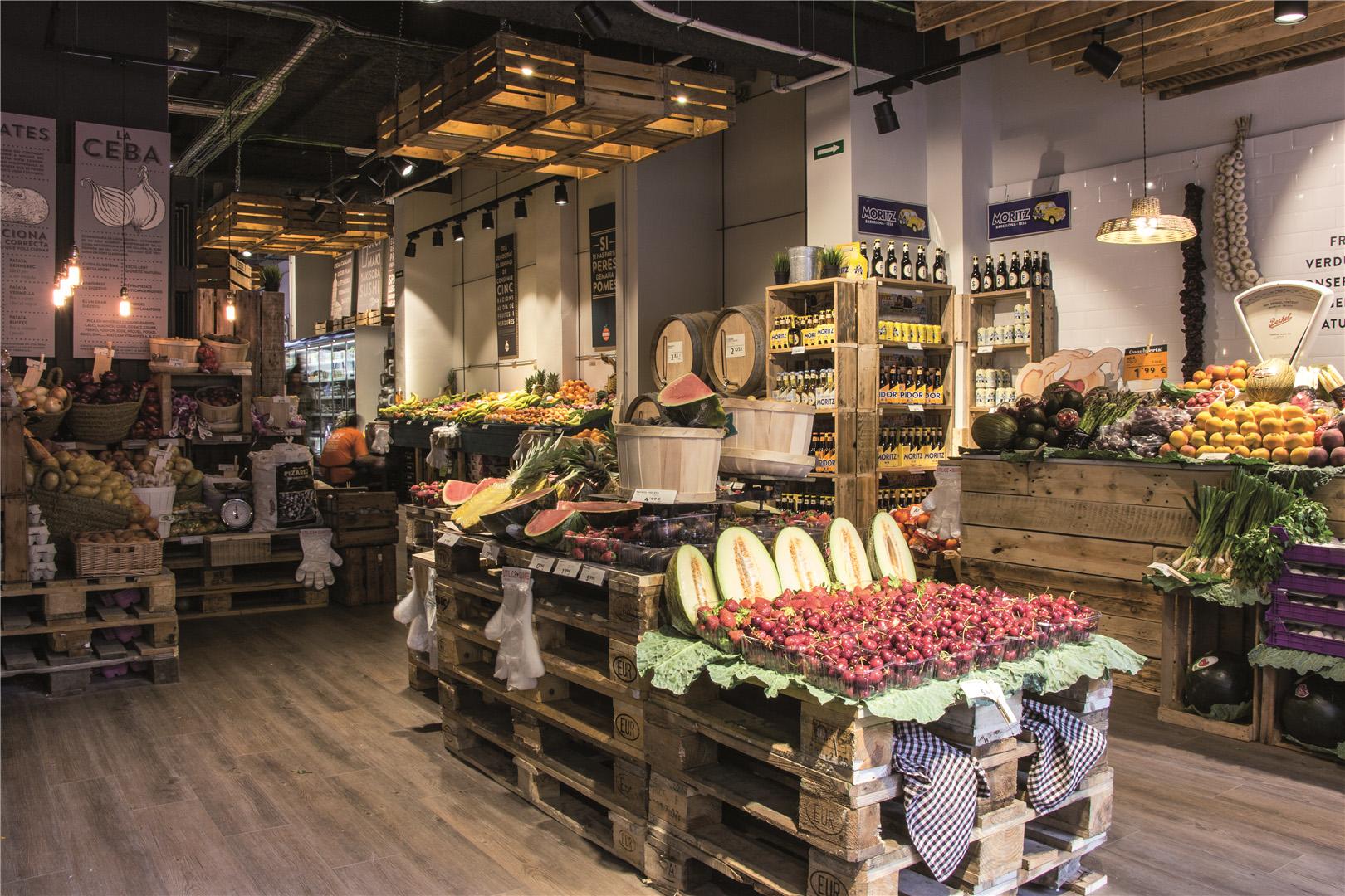 Fruitsa2pe inaugura un nuevo concepto de tienda en barcelona for Decoracion interiores barcelona