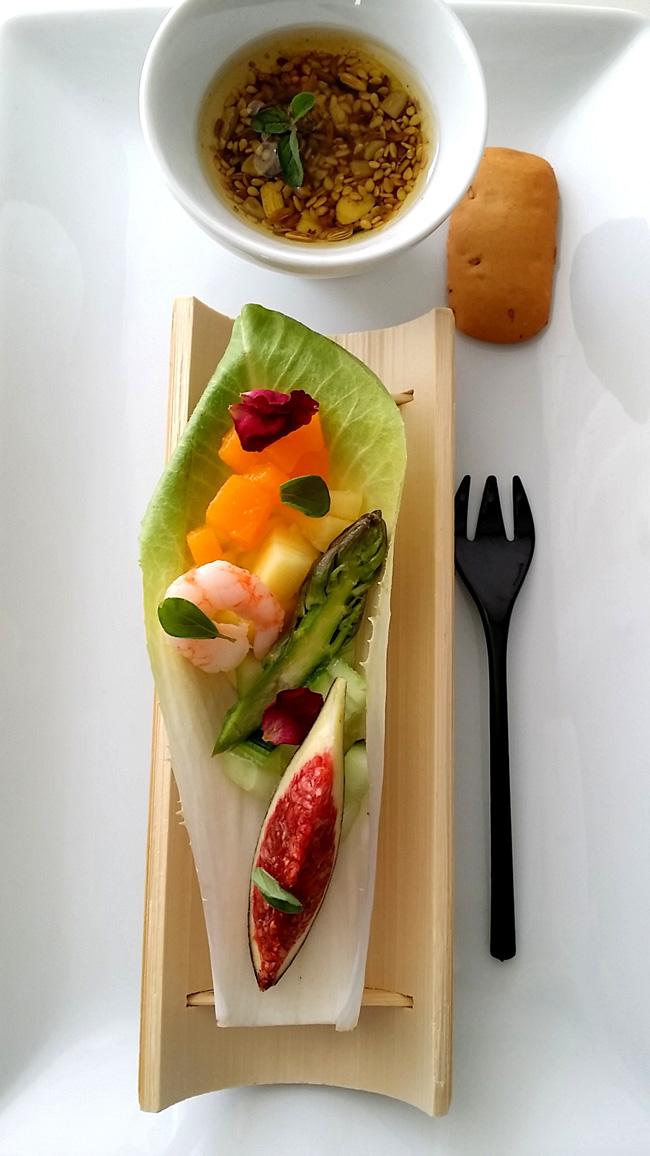 endivia de frutas y  verduras con gambas