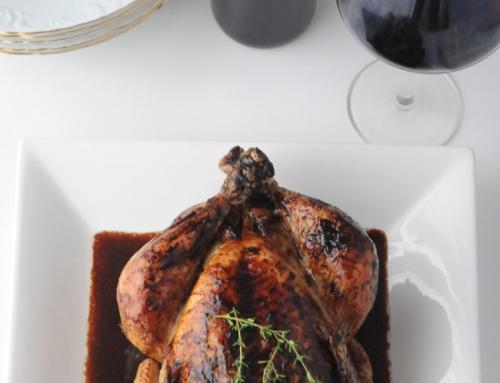 Pollo relleno con salsa de vino tinto