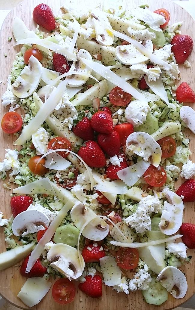 Ensalada de fresas verduras y quesos