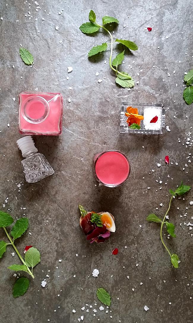 gazpacho de fresas y tapita Thins