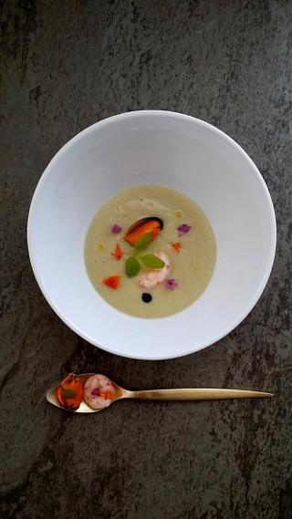 Vichyssoise de hinojo con frutos de mar y Lemon Grass