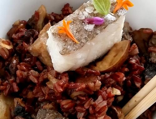 Arroz rojo con setas Siitake Maitake y bacalao