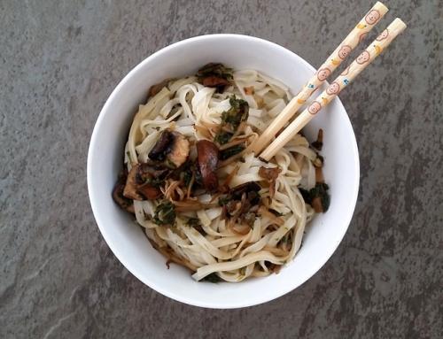 Noodles con kale y portobelo