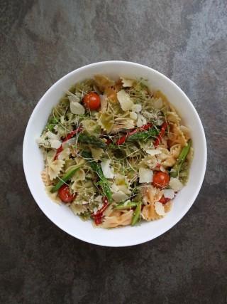 Receta de pasta con verduras y germinados