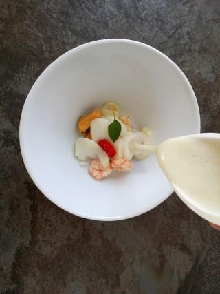 Crema de calabacin con frutos de mar