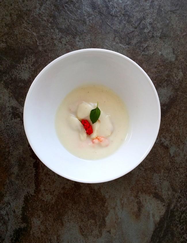Crema de coliflor con frutos de mar