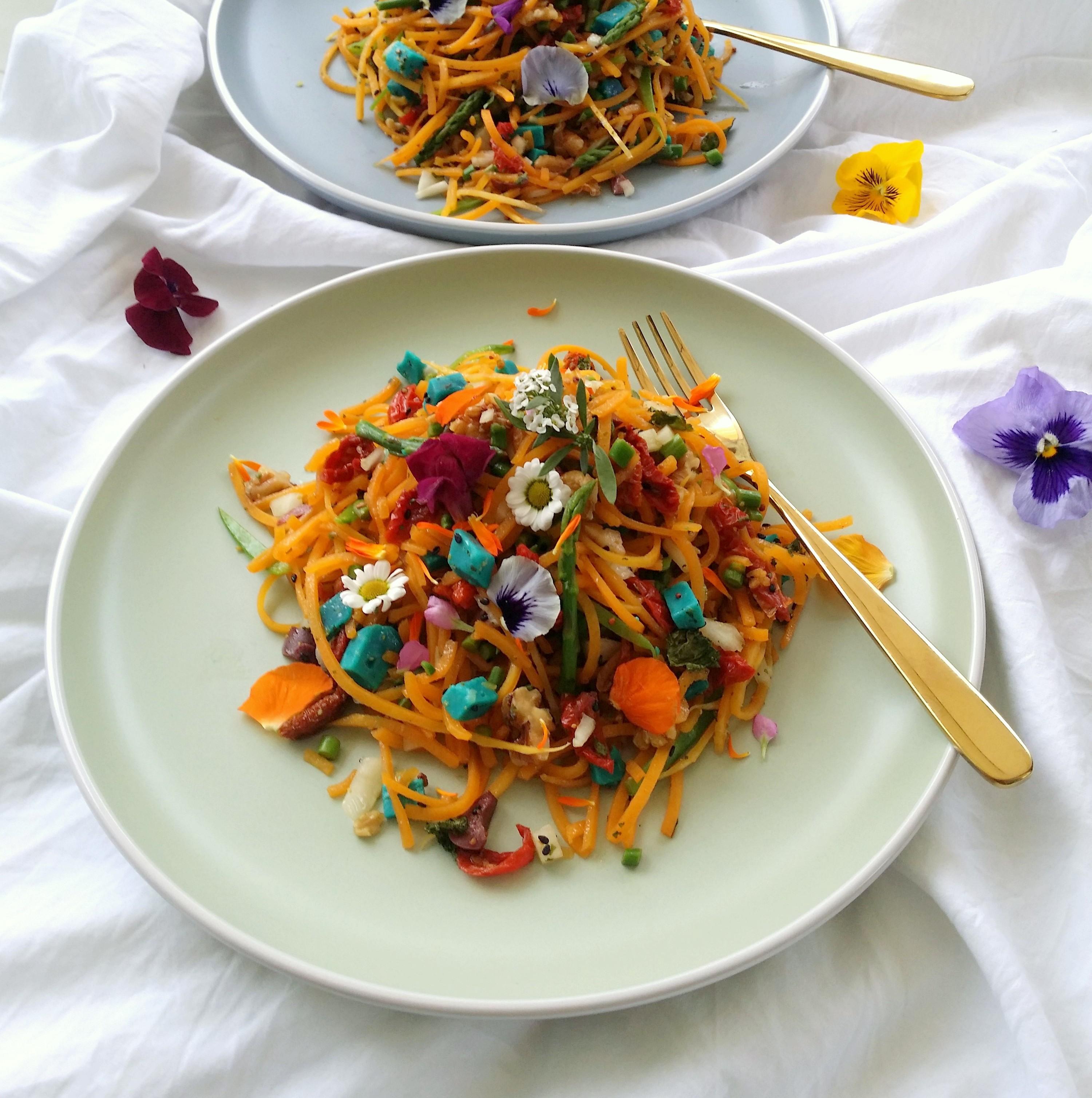 Ensalada de espagueti de calabaza y verduras
